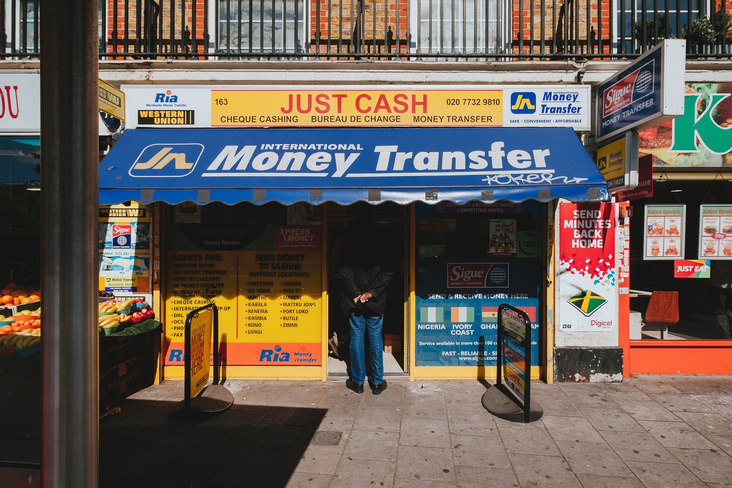 Money-Transfer_Photo-by-Alistair-MacRobert-on-Unsplash